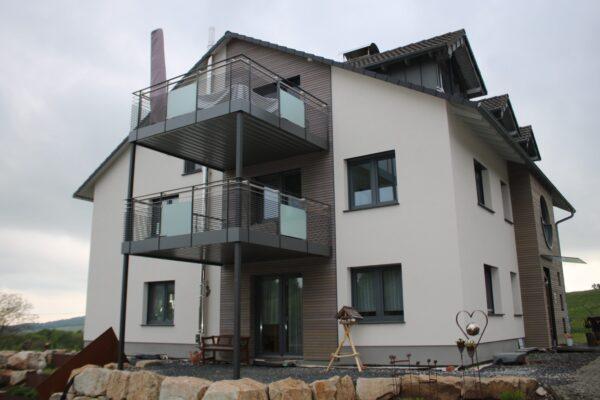 Mehler Metallbau, Balkonanbau, Stahl, Edelstahlgeländer, gepulvert, modern, Stahlbau